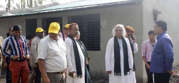Dr. Qazi Kholiquzzaman Ahmad visits climate displaced families relocated by YPSA