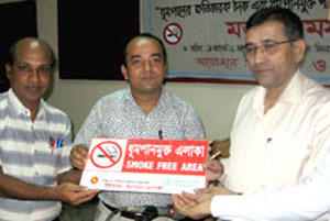 DC receives No Smoking signage