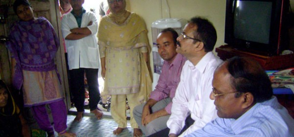 Additional Secretary for the Ministry of Health and Family Welfare and Line Director of National AIDS/STD Programme (NASP) discussing with the sex workers at the DIC.