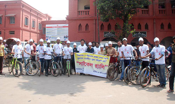 Group photo was taken in front of Chittagong Court Building