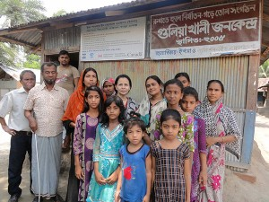 Visitor in front of Guliakhali Jono Kendro in a group photo