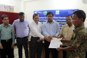 A forest dependent person receiving grant in the ceremony