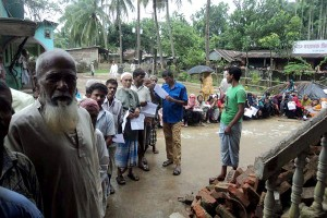 Relief goods distribution photo 2