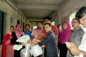 Relief goods distribution photo 3