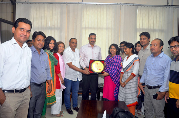 Group photo of YPSA visitor with mayor of Chittagong City Corporation AZM Nasir Uddin