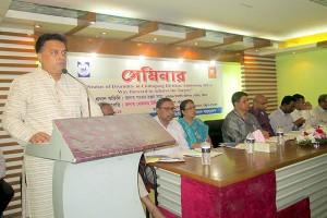 YPSA's chief executive Md. Arifur Rahman presenting the keynote paper in the seminar