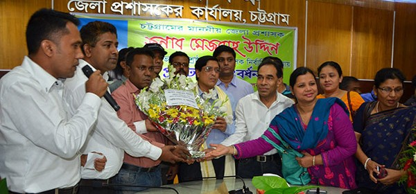 DC receiving flower bouquet from NGO representatives