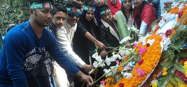 Laying flower at Chittagong Shahid Minner