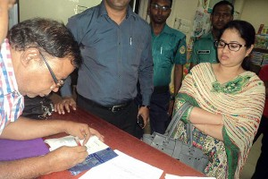 Ms. Suraia Akter Sweety, Magistrate of Chittagong DC office conducting the mobile court in Khulshi Mart