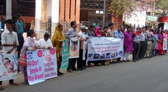 Human chain formed demanding to insert pictorial warning signs on tobacco products