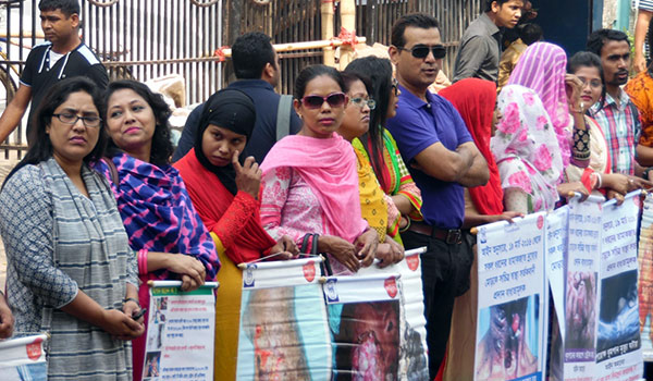 Human chain formed demanding to insert pictorial warning signs on tobacco products 2