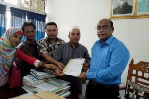 Memorandum handover to Chandpur DC Office