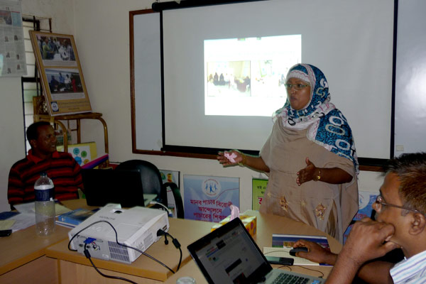 Program Officer facilitated a session on the Program Standards Photo E: Field Facilitators are doing group work