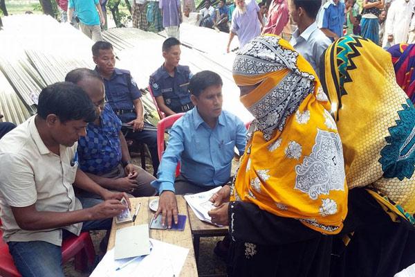 Women receiving ESK from YPSA