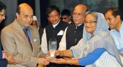 Prime Minister Sheikh Hasina handover the crest to Vashkar Bhattacharjee