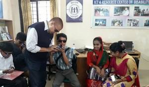 Rashed Chowdhury of YPSA facilitating the training workshop