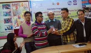 Chief Executive of YPSA handover the Smartphone to a visually impaired student