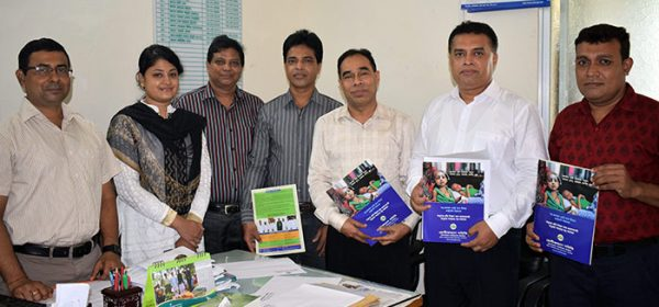 A group photo of YPSA Management with the Social Welfare Officers of Chittagong Medical College Unit.