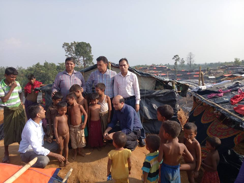 YPSA team talks to the Rohingya children