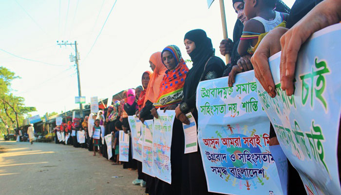 Human chain demanding violence free society at Cox'sbazar organized by YPSA Consortium