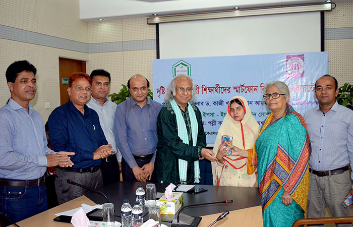 YPSA distributed Smart phone among visually impaired women students