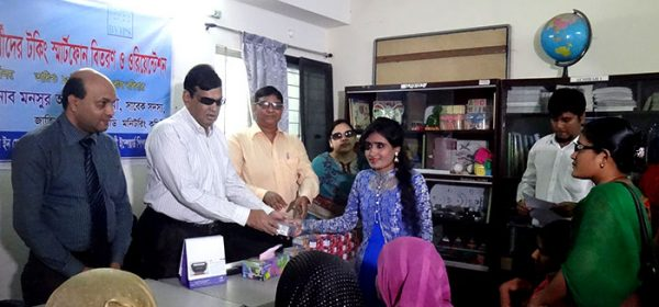 Mansur Ahmed Chaudhary handovers smartphone to a visually challenged woman student