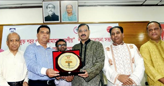 Md. Arifur Rahman, Chief Executive of YPSA receiving plaque from Mayor