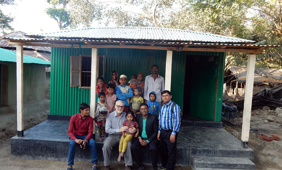 Group photo in front of a shelter
