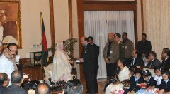 Accessible book handover to Prime Minister