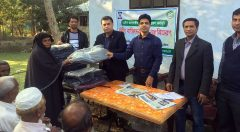 YPSA is distributing warm blankets to elderly womean in Sitakund