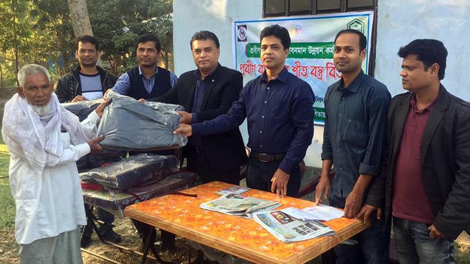 YPSA is distributing warm blankets to elderly person in Sitakund