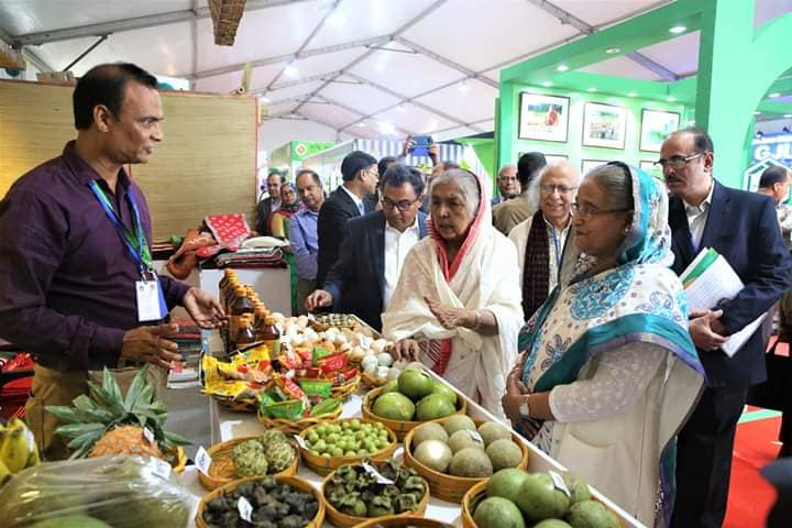 PM visits a stall