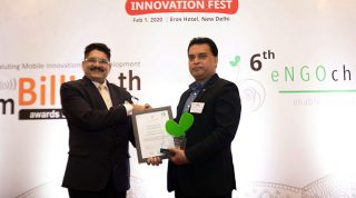 Md. Arifur Rahman receiving the award