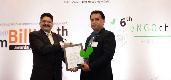 Md. Arifur Rahman receiving the award
