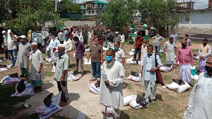 Hindu priests receiving foods